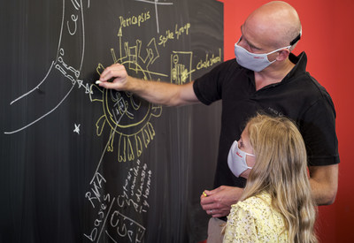 HeiQ co-founder and group CEO Carlo Centonze explains the mechanism of HeiQ Viroblock to his daughter. (Photo from HeiQ)
