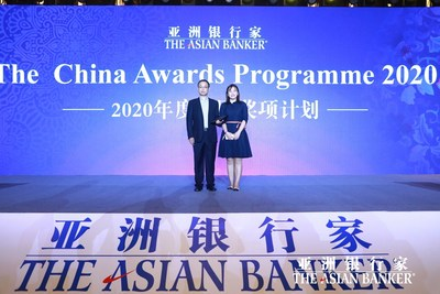 Pintec Vice President Gao Jun (L) holds a trophy granted by the Asian Banker during Finance China 2020 in Shenzhen, China. [Photo provided to Pintec]