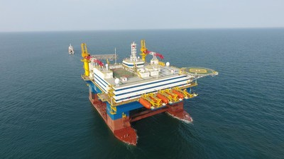"""Figure out: the semi-submersible accommodation vessel """"OOS Tiradentes"""""""