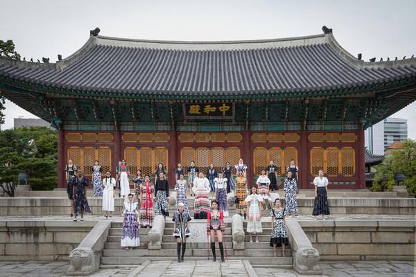 BRAND: DOUCAN, DESIGNER: CHOI CHUNG HOON, PLACE: DEOKSUGUNG PALACE JUNGHWAJEON